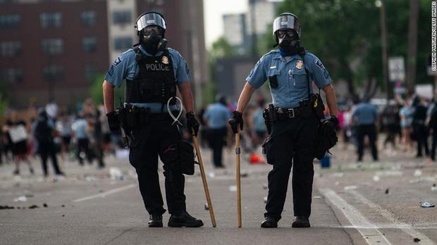 Biểu tình lan rộng, và giờ cảnh sát trên khắp nước Mỹ đồng loạt nghỉ việc - Ảnh 2.