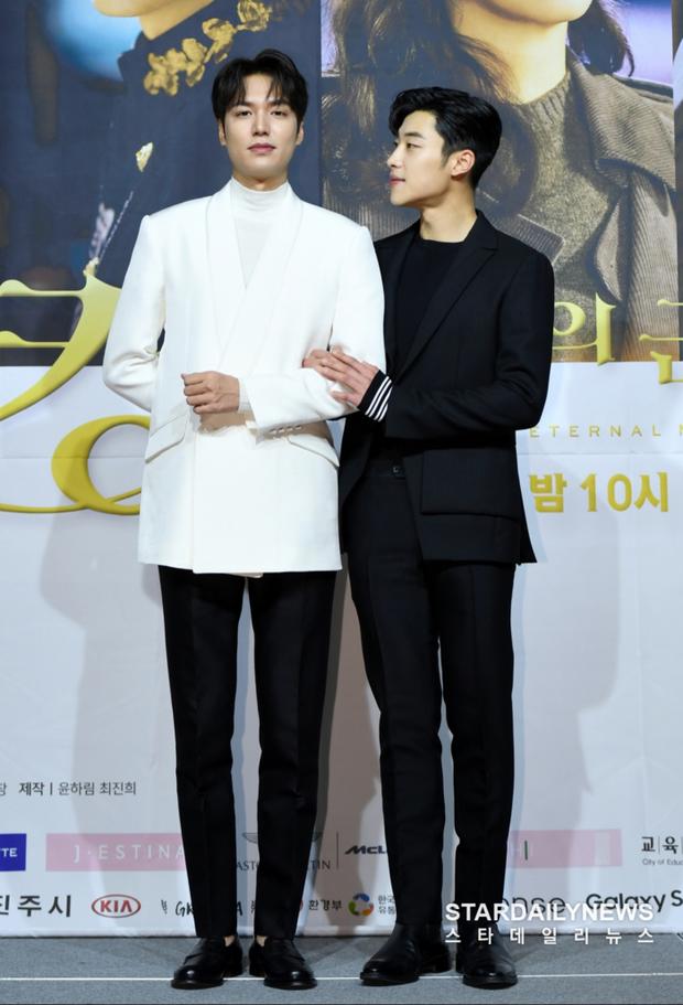 Lee Min Ho đăng ảnh đời thường, ai dè bị soi hint hẹn hò nhân vật này chỉ nhờ chi tiết bông hoa cài trên tai - Ảnh 13.