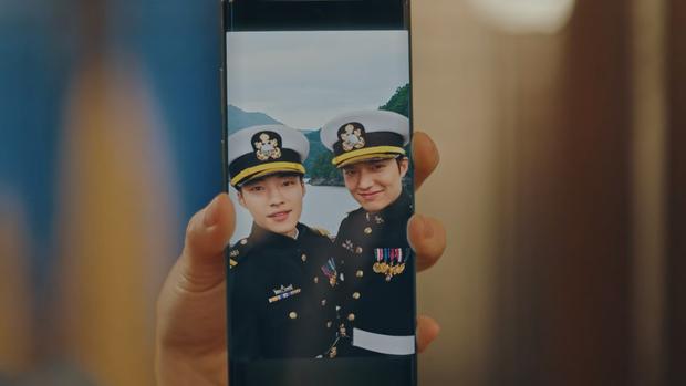 Lee Min Ho đăng ảnh đời thường, ai dè bị soi hint hẹn hò nhân vật này chỉ nhờ chi tiết bông hoa cài trên tai - Ảnh 9.