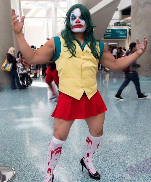 Anh trai vai u thịt bắp cuồn cuộn nhưng chỉ thích cosplay các vai... nữ tính - Ảnh 1.