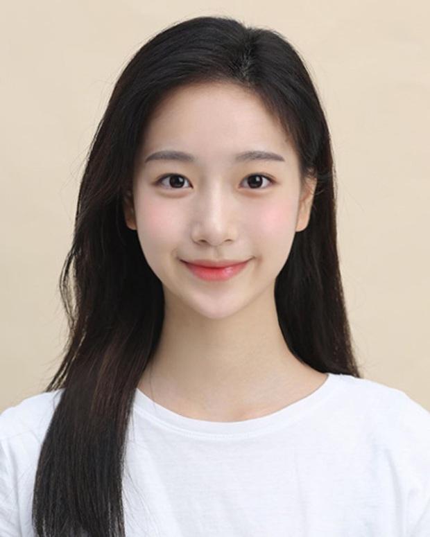 Xôn xao nữ diễn viên tân binh cùng nhà Kim Soo Hyun: Lâu lắm mới có mỹ nhân hội tụ đủ vẻ đẹp của Krystal, Yoona và cả  dàn mỹ nhân nổi tiếng - Ảnh 8.