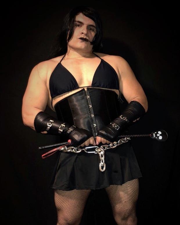 Anh trai vai u thịt bắp cuồn cuộn nhưng chỉ thích cosplay các vai... nữ tính - Ảnh 4.