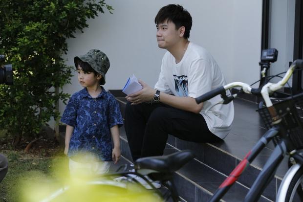 Nhóc Andy nhà Thu Trang mải mê ngắm bé Sol múa trong chuyến du lịch biển - Ảnh 6.