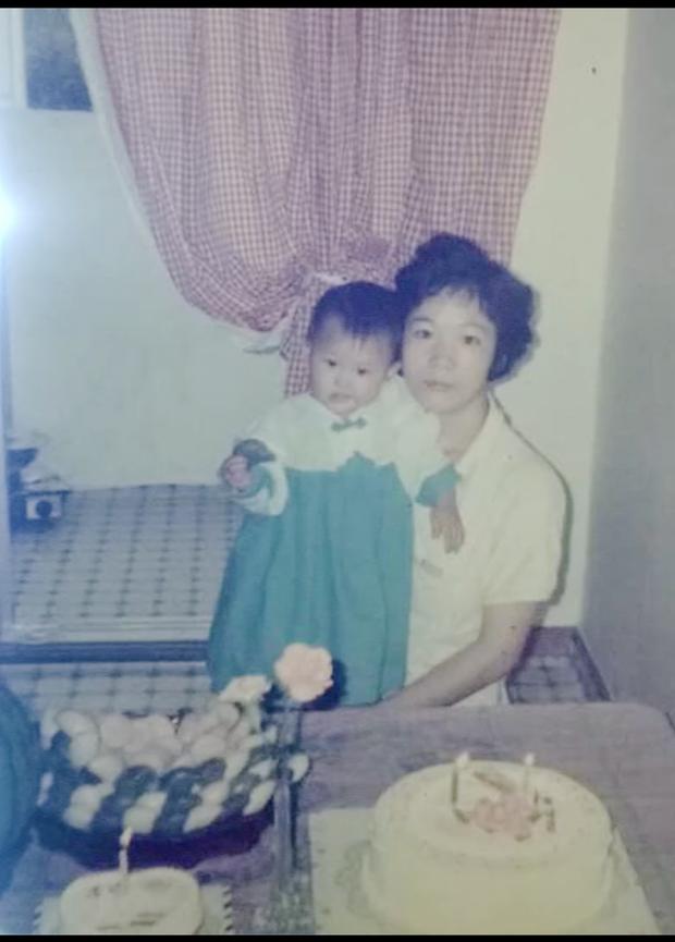 Gil Lê khoe hình mặc váy thuở nhỏ - Hari Won cà khịa chồng: Lúc tôi đi bộ, anh còn chưa đi vệ sinh được nha - Ảnh 4.