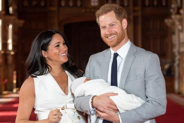 Hoàng tử Archie-con trai của Meghan và Harry có khả năng không được về lại Anh Quốc vì Công ước Quốc tế từ 40 năm trước - Ảnh 2.