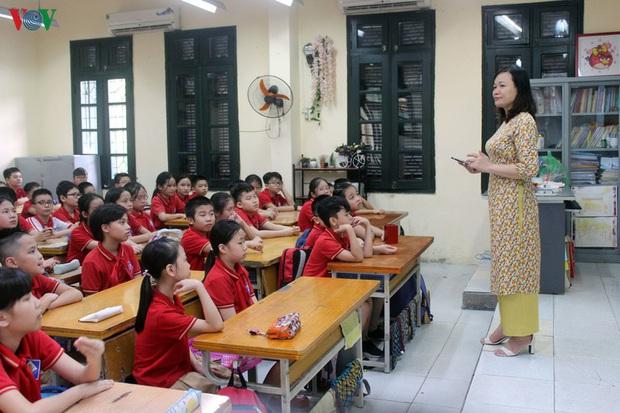 100% giáo viên tiếng Anh Hà Nội sẽ phải thi theo chuẩn quốc tế IELTS - Ảnh 1.