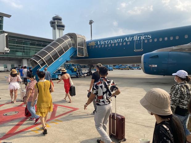 Nữ hành khách từ Huế vào TP.HCM tử vong nghi do trượt chân ngã trên xe thang máy bay - Ảnh 1.