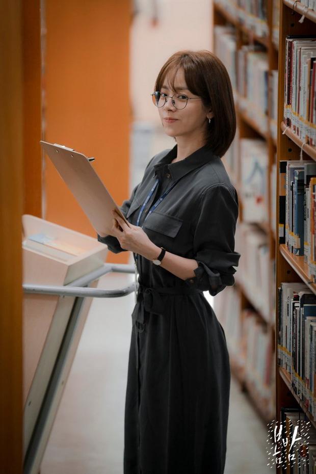 4 mẫu váy liền hot bền bỉ trong các drama Hàn, chị em sắm đủ thì muốn mặc xấu cũng khó - Ảnh 2.