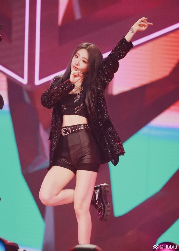 Visual nức nở của THE9 trên sân khấu debut: Khổng Tuyết Nhi xinh tựa công chúa, không ai ngờ Ngu Thư Hân sexy nhường này - Ảnh 8.