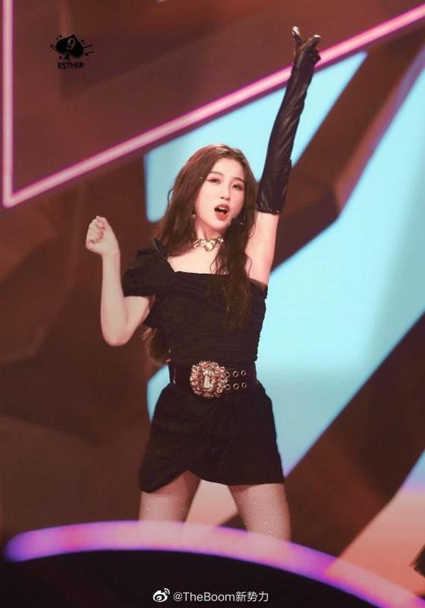 Visual nức nở của THE9 trên sân khấu debut: Khổng Tuyết Nhi xinh tựa công chúa, không ai ngờ Ngu Thư Hân sexy nhường này - Ảnh 7.