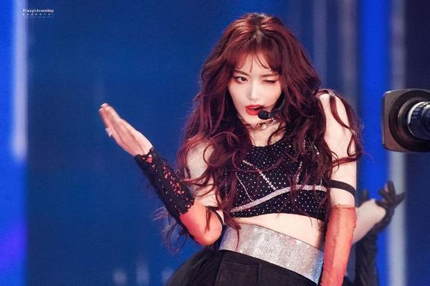 Visual nức nở của THE9 trên sân khấu debut: Khổng Tuyết Nhi xinh tựa công chúa, không ai ngờ Ngu Thư Hân sexy nhường này - Ảnh 14.