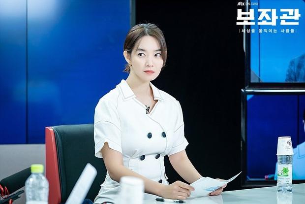 4 mẫu váy liền hot bền bỉ trong các drama Hàn, chị em sắm đủ thì muốn mặc xấu cũng khó - Ảnh 14.