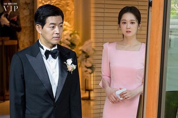 4 mẫu váy liền hot bền bỉ trong các drama Hàn, chị em sắm đủ thì muốn mặc xấu cũng khó - Ảnh 16.