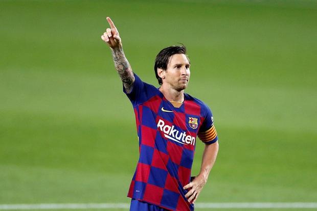 Khoảnh khắc đối thủ vứt hết liêm sỉ để ngăn cản Messi: Khán giả bối rối không biết đang xem bóng đá hay bóng bầu dục - Ảnh 3.