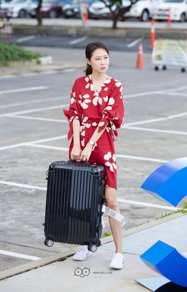 4 mẫu váy liền hot bền bỉ trong các drama Hàn, chị em sắm đủ thì muốn mặc xấu cũng khó - Ảnh 5.