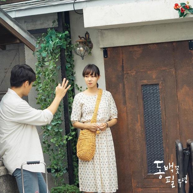 4 mẫu váy liền hot bền bỉ trong các drama Hàn, chị em sắm đủ thì muốn mặc xấu cũng khó - Ảnh 7.