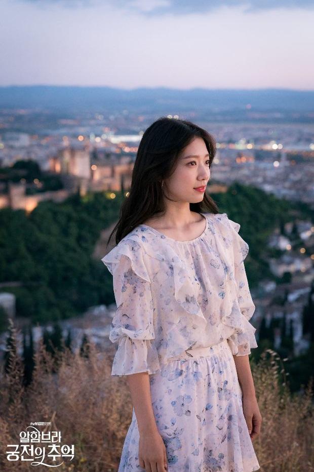 4 mẫu váy liền hot bền bỉ trong các drama Hàn, chị em sắm đủ thì muốn mặc xấu cũng khó - Ảnh 8.