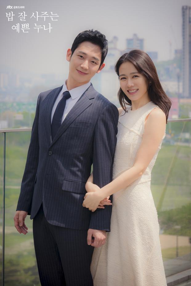 4 mẫu váy liền hot bền bỉ trong các drama Hàn, chị em sắm đủ thì muốn mặc xấu cũng khó - Ảnh 9.