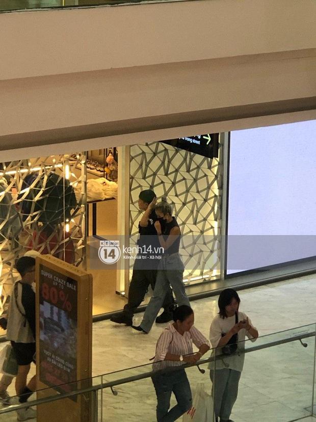 Độc quyền: Quỳnh Anh Shyn và bạn trai tin đồn đánh lẻ ở trung tâm thương mại, còn khoác vai tình tứ - Ảnh 2.