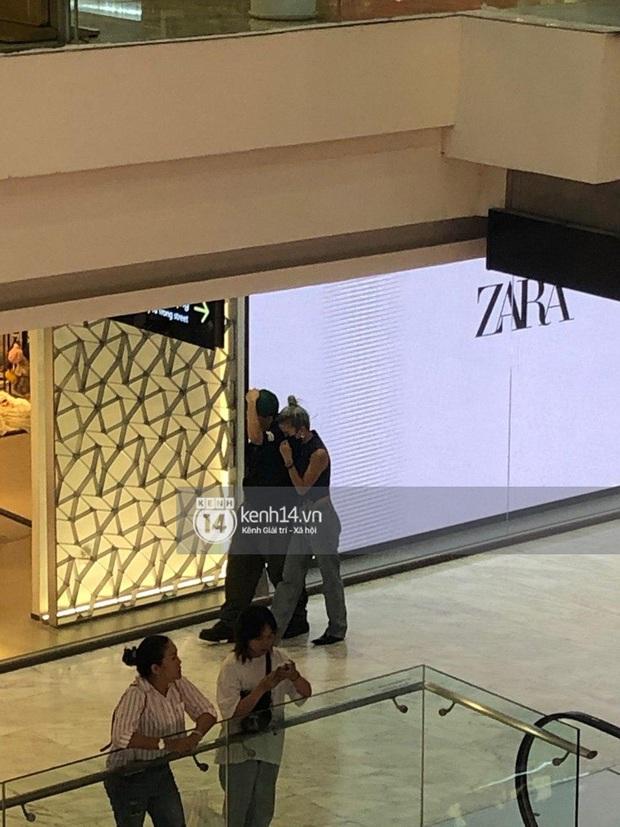 Độc quyền: Quỳnh Anh Shyn và bạn trai tin đồn đánh lẻ ở trung tâm thương mại, còn khoác vai tình tứ - Ảnh 3.