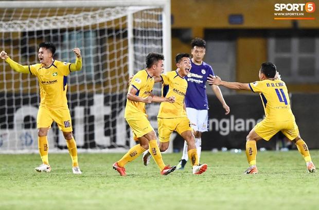 Vòng 6 V.League 2020: Công Phượng đối mặt với nhiệm vụ khó nhất Việt Nam tại quê hương - Ảnh 1.