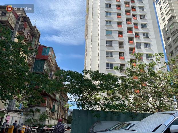 Khởi tố gã đàn ông 65 tuổi dâm ô bé trai 8 tuổi trong thang máy chung cư tại Hà Nội - Ảnh 1.