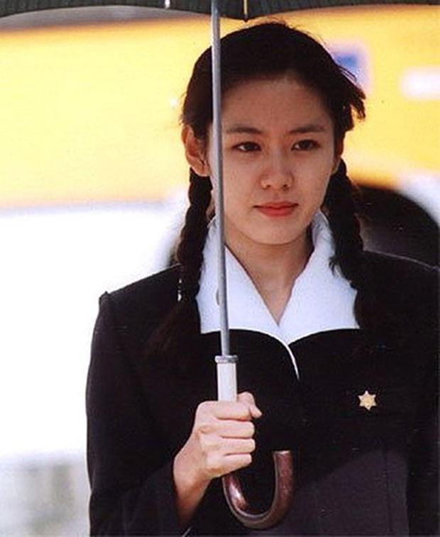 Cư dân mạng Hàn sốc nặng trước nhan sắc 17 năm không đổi của Son Ye Jin: Nói là 17 giây cũng có người tin! - Ảnh 6.