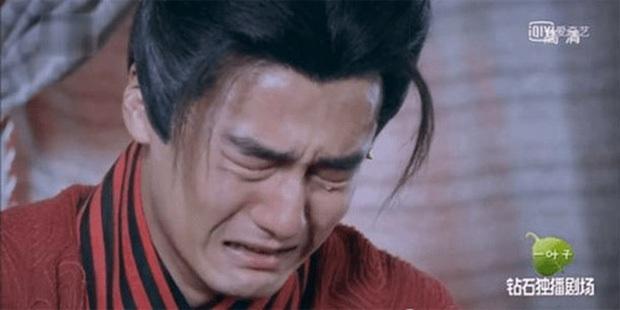 Cười nội thương với cảnh khóc đậm chất tấu hài của Hình Chiêu Lâm, netizen phát hờn: Tụt mood luôn đó anh gì ơi! - Ảnh 7.