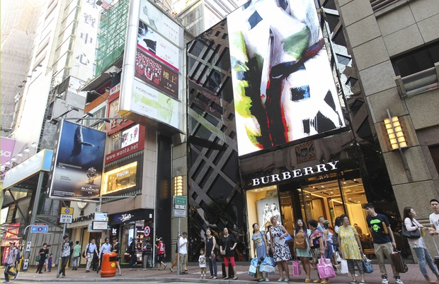 Khi Prada, Tissot sắp thành... hàng lẩu: Tình cảnh thê lương đang xảy ra tại con phố mua sắm đắt đỏ bậc nhất hành tinh - Ảnh 3.