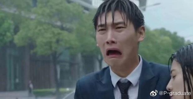 Cười nội thương với cảnh khóc đậm chất tấu hài của Hình Chiêu Lâm, netizen phát hờn: Tụt mood luôn đó anh gì ơi! - Ảnh 3.