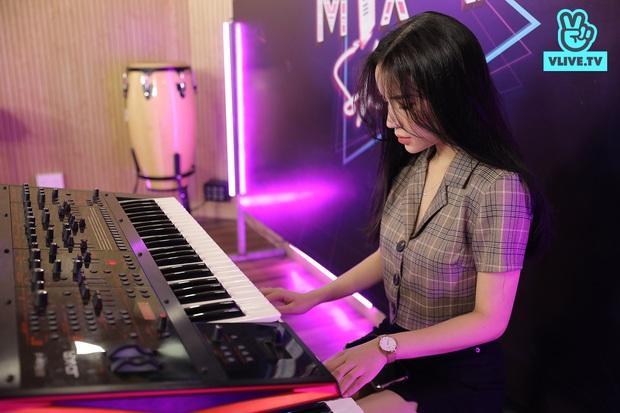 Mix-In Show: Lyly trình làng ca khúc mới nhất viết tặng riêng cho Anh Tú! - Ảnh 4.