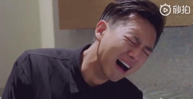 Cười nội thương với cảnh khóc đậm chất tấu hài của Hình Chiêu Lâm, netizen phát hờn: Tụt mood luôn đó anh gì ơi! - Ảnh 9.
