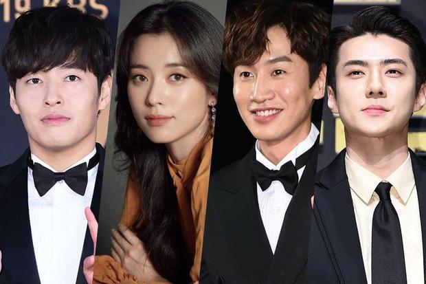 Sau Sehun (EXO), đến lượt hoàng tử Châu Á Lee Kwang Soo xác nhận làm quân ăn cướp cùng dàn sao khủng The Pirates - Ảnh 1.