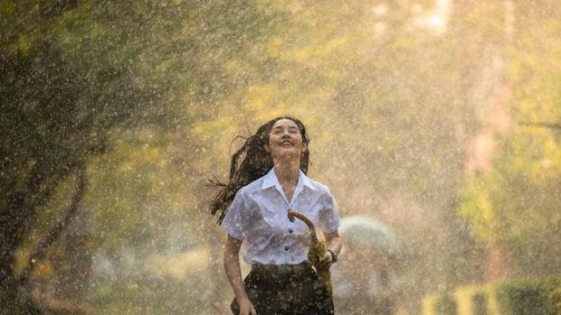 Cơn Mưa Tình Đầu: Bản remake lãng mạn chỉn chu từ Thái Lan, tiếc là mãi chẳng có ai đẹp bằng Son Ye Jin! - Ảnh 13.