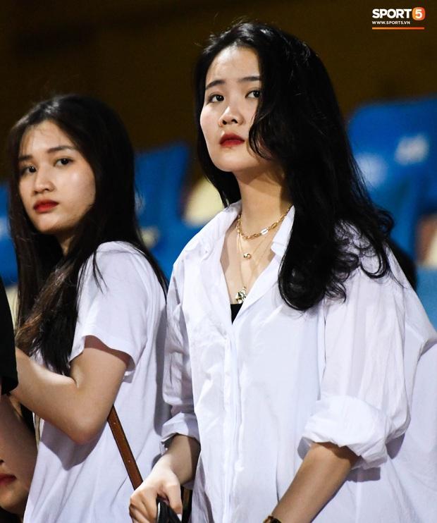 Bạn gái Quang Hải khác biệt giữa dàn WAGs xinh đẹp diện dress code màu trắng đến dự sinh nhật Hà Nội FC - Ảnh 7.