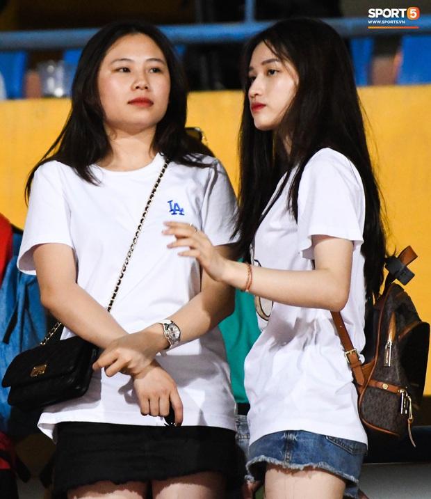 Bạn gái Quang Hải khác biệt giữa dàn WAGs xinh đẹp diện dress code màu trắng đến dự sinh nhật Hà Nội FC - Ảnh 6.