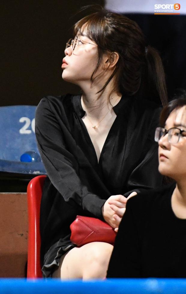 Bạn gái Quang Hải khác biệt giữa dàn WAGs xinh đẹp diện dress code màu trắng đến dự sinh nhật Hà Nội FC - Ảnh 2.