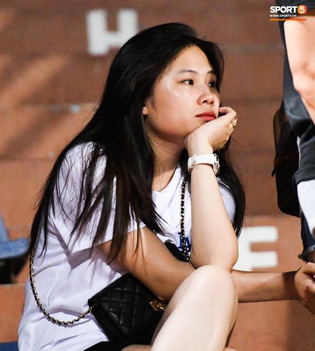Bạn gái Quang Hải khác biệt giữa dàn WAGs xinh đẹp diện dress code màu trắng đến dự sinh nhật Hà Nội FC - Ảnh 9.