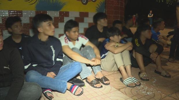 Hàng chục thanh, thiếu niên và học sinh mang hung khí hẹn nhau đi hỗn chiến để giải quyết mâu thuẫn - Ảnh 2.