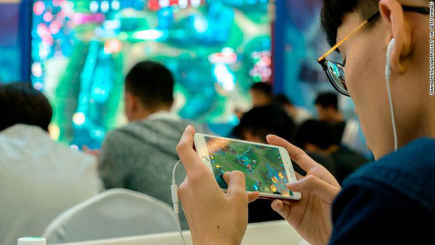 Cha đẻ Liên Quân Mobile áp dụng cách chống trẻ trâu phá game cực dị, bắt phải lộ mặt mới cho chơi - Ảnh 2.