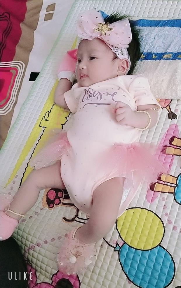 Người đàn ông chuyển giới mang thai đầu tiên ở Việt Nam hạnh phúc khoe ảnh đầy tháng con gái - Ảnh 3.