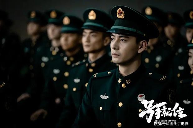 4 quân nhân cực phẩm sắp đổ bộ màn ảnh xứ Trung: Vừa đẹp vừa ngầu cỡ Dương Dương thì chị em chịu không nổi! - Ảnh 2.