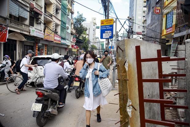 """Hà Nội: Ùn tắc, ô nhiễm môi trường do thi công như """"rùa bò"""" tại đường Vũ Trọng Phụng - Ảnh 3."""