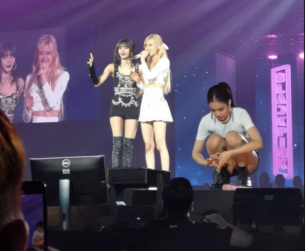 """Jennie (BLACKPINK) phát hiện Jisoo bị thương chảy máu trong khi """"chính chủ"""" còn chưa hay biết, chu đáo có khác gì leader chính thức đâu! - Ảnh 6."""