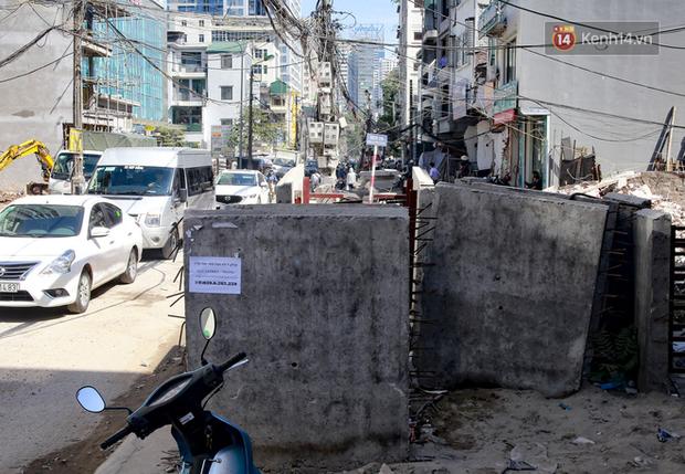 """Hà Nội: Ùn tắc, ô nhiễm môi trường do thi công như """"rùa bò"""" tại đường Vũ Trọng Phụng - Ảnh 6."""