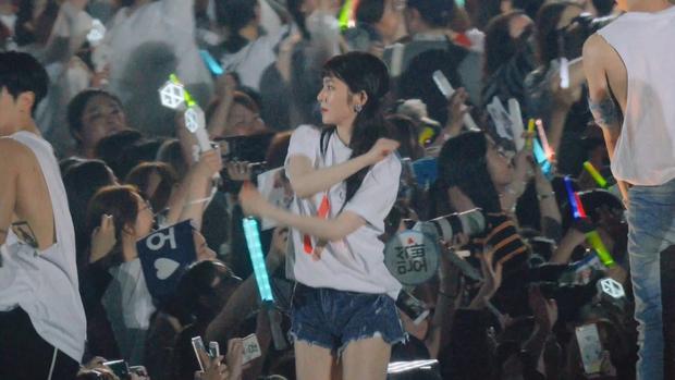 """Loạt tình huống """"bóc trần"""" tính cách thật của nữ thần Irene: Từ buổi hẹn hò với Jennie cho đến """"cú lừa"""" Park Bo Gum trên sóng truyền hình - Ảnh 3."""