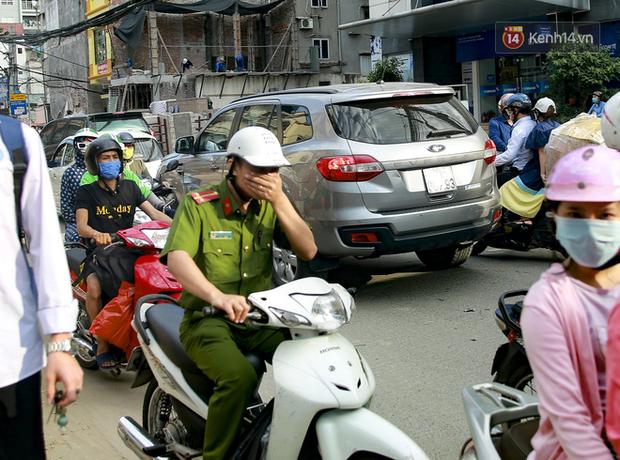 """Hà Nội: Ùn tắc, ô nhiễm môi trường do thi công như """"rùa bò"""" tại đường Vũ Trọng Phụng - Ảnh 2."""