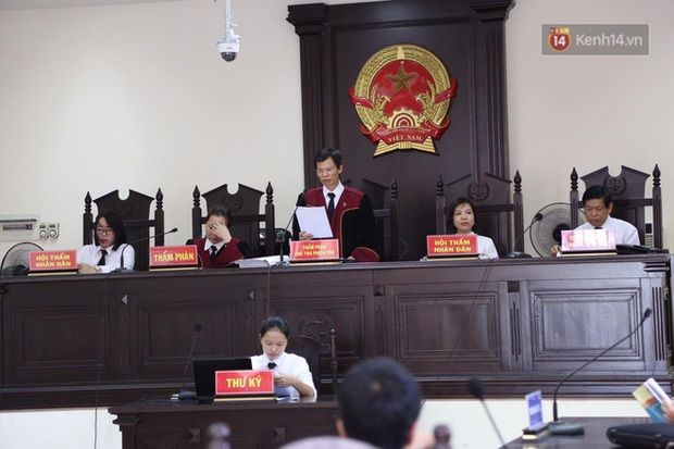 Hoãn phiên xử vụ cô gái yêu anh rể đầu độc chị họ ở Thái Bình, người thân nạn nhân ôm di ảnh khóc nghẹn - Ảnh 6.