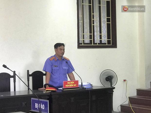 Hoãn phiên xử vụ cô gái yêu anh rể đầu độc chị họ ở Thái Bình, người thân nạn nhân ôm di ảnh khóc nghẹn - Ảnh 9.