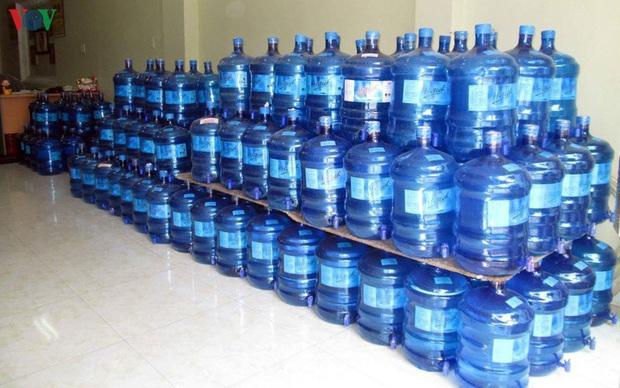 Phát hiện thêm một cơ sở sản xuất nước uống đóng bình ở Hải Phòng không an toàn  - Ảnh 1.